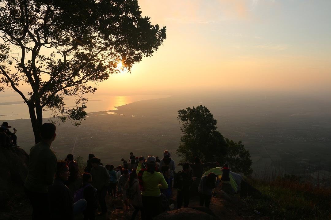 Mãn nhãn cảnh sắc bình minh trên núi Bà Đen - Ảnh minh hoạ 8