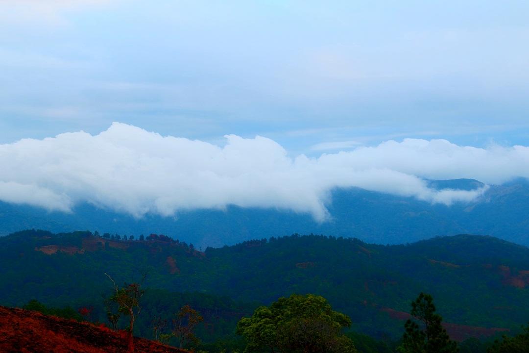 Mây vờn lưng núi lúc bình minh ở Tà Năng – Phan Dũng - Ảnh minh hoạ 3