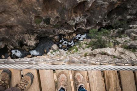 Rợn tóc gáy dạo bước trên con đường nguy hiểm nhất thế giới - Ảnh minh hoạ 7