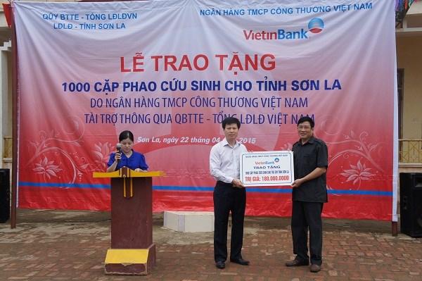 Quỹ Bảo trợ trẻ em CĐVN-VietinBank tặng quà trị giá 200 triệu đồng tới học sinh tỉnh Sơn La