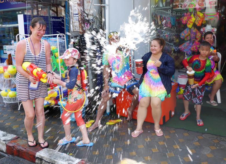 Sôi động tết té nước Songkran Thái Lan - Ảnh minh hoạ 9