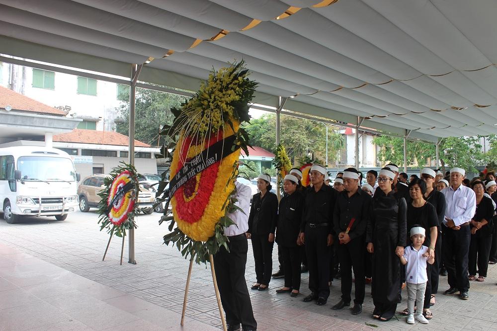 Gia đình, đồng nghiệp nghẹn ngào tiễn đưa nghệ sĩ ưu tú Duy Thanh