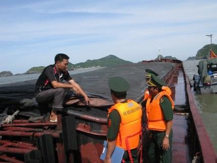 Hải đội 2 rượt đuổi tàu chở 1.000 tấn than lậu