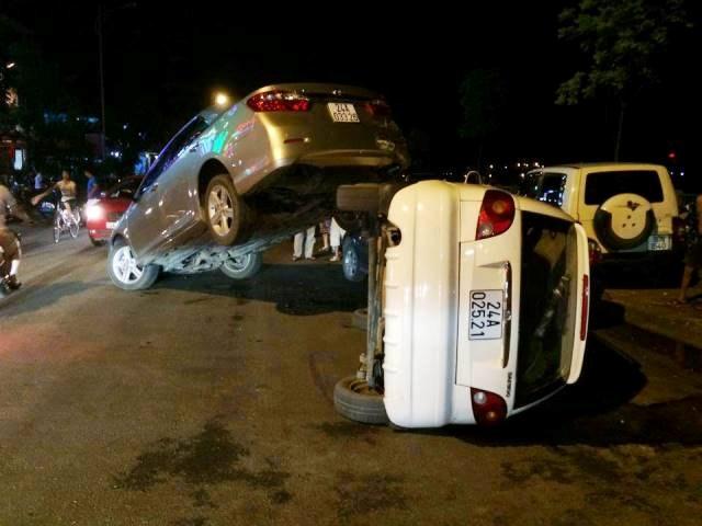 Lào Cai: Ô tô chồng lên nhau sau tai nạn - ảnh 1