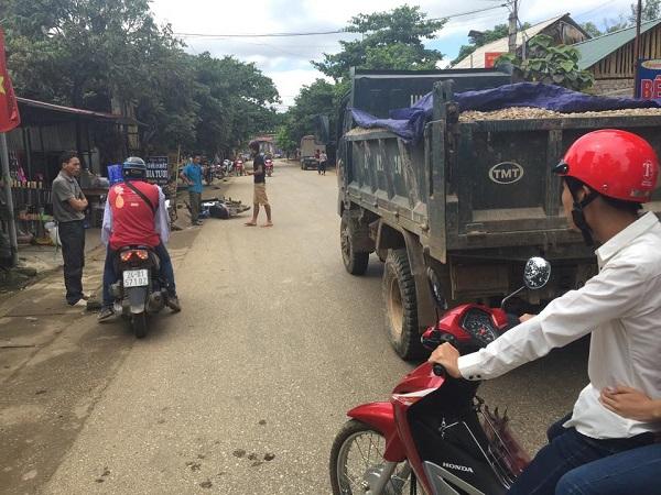 Ô tô tải va chạm xe máy cùng chiều, 1 người tử vong - ảnh 1