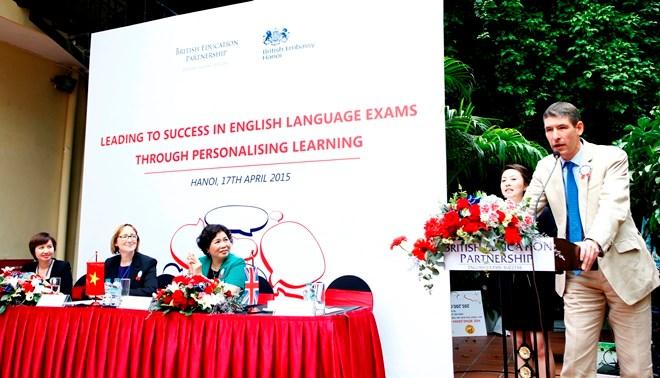 Trao học bổng trị giá 680 triệu đồng cho học sinh và giáo viên tiếng Anh