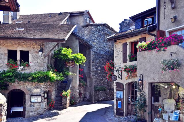 Vi vu những ngôi làng cổ đẹp như cổ tích trên thế giới - H7