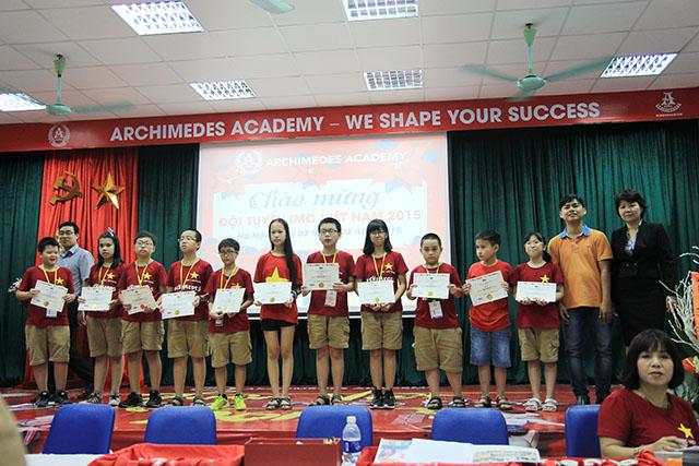 """Việt Nam """"đại thắng"""" giành trọn 38 Huy chương Toán học Quốc tế"""