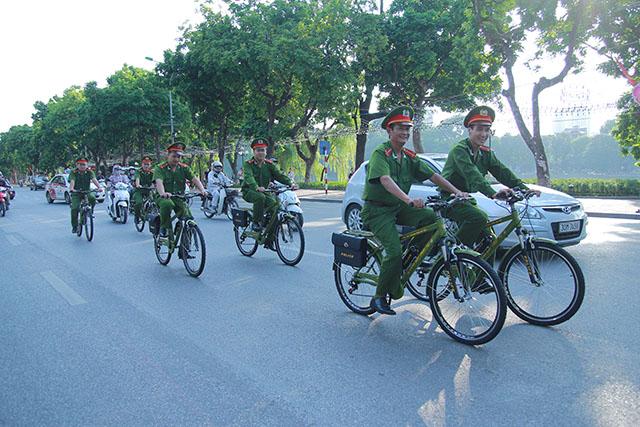 Công an Hà Nội chính thức tuần tra  bằng xe đạp