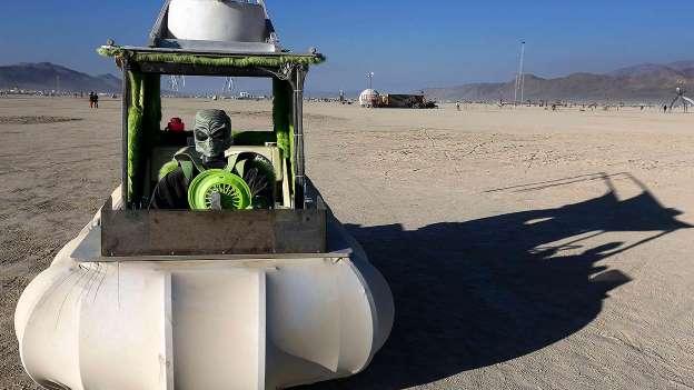 Ấn tượng dàn xe điên tại lễ hội sa mạc Mỹ