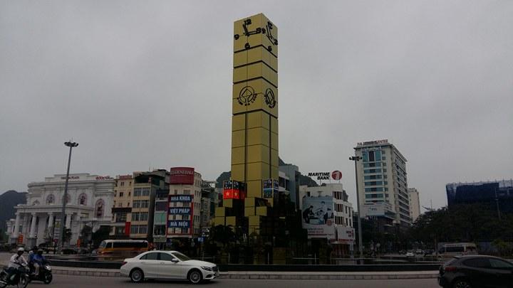 Chiêm ngưỡng cột đồng hồ Hạ Long 35 tỉ đồng và hoài niệm đồng hồ xưa
