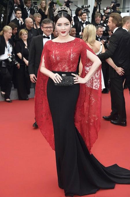 Lý Nhã Kỳ tới Cannes bằng… váy áo?