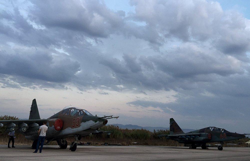 Ảnh độc quyền về cuộc sống giữa những đợt không kích ở căn cứ Nga tại Syria