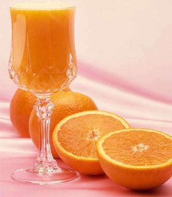 6 lý do bạn nên uống nước cam thường xuyên