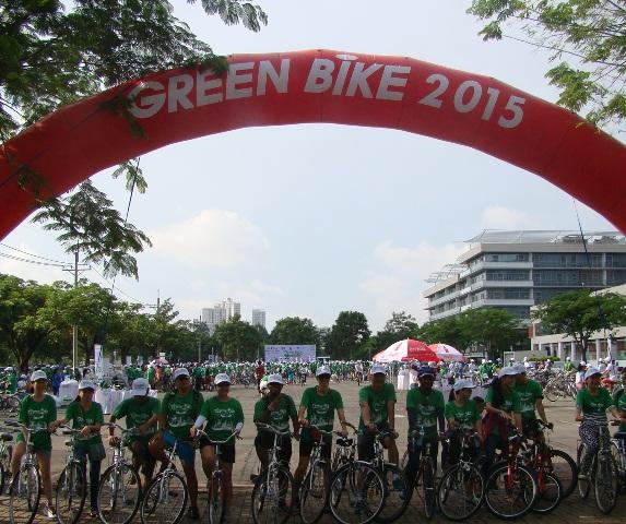Hơn 1.000 người đạp xe vì môi trường xanh