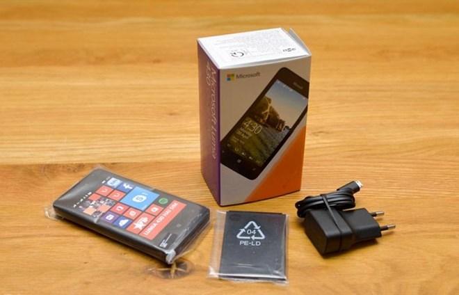 Cận cảnh smartphone Lumia 430 giá rẻ giật mình của Microsoft - H9