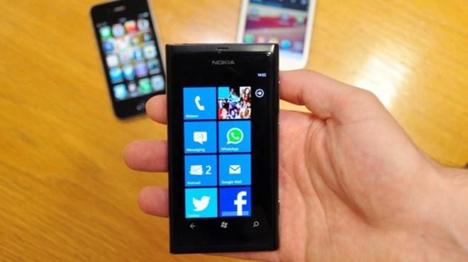 Cận cảnh smartphone Lumia 430 giá rẻ giật mình của Microsoft - H7
