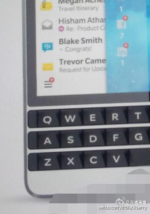 """""""Rò rỉ"""" những hình ảnh lạ mắt về chiếc di động nghìn USD mới của BlackBerry"""